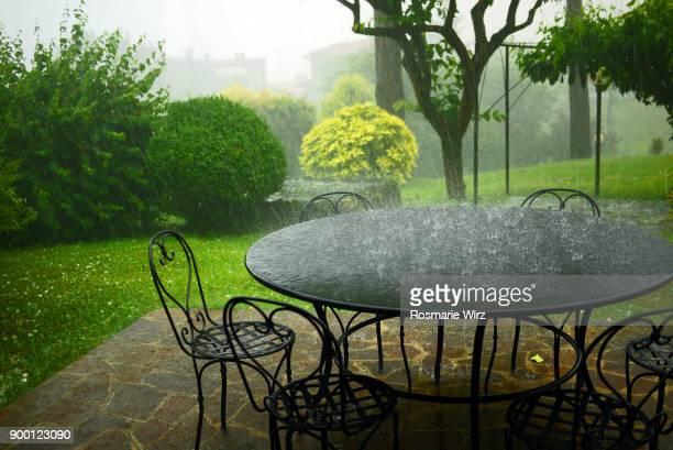 italian garden during a strong rain storm - pioggia forte foto e immagini stock