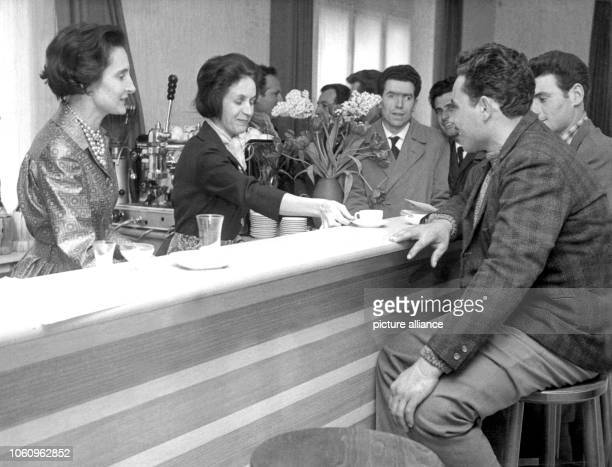 Italian Gastarbeiter sit at the bar of the Centro Italiano The club house for the round 10000 guest workers in the RhineMain area was opened on the...