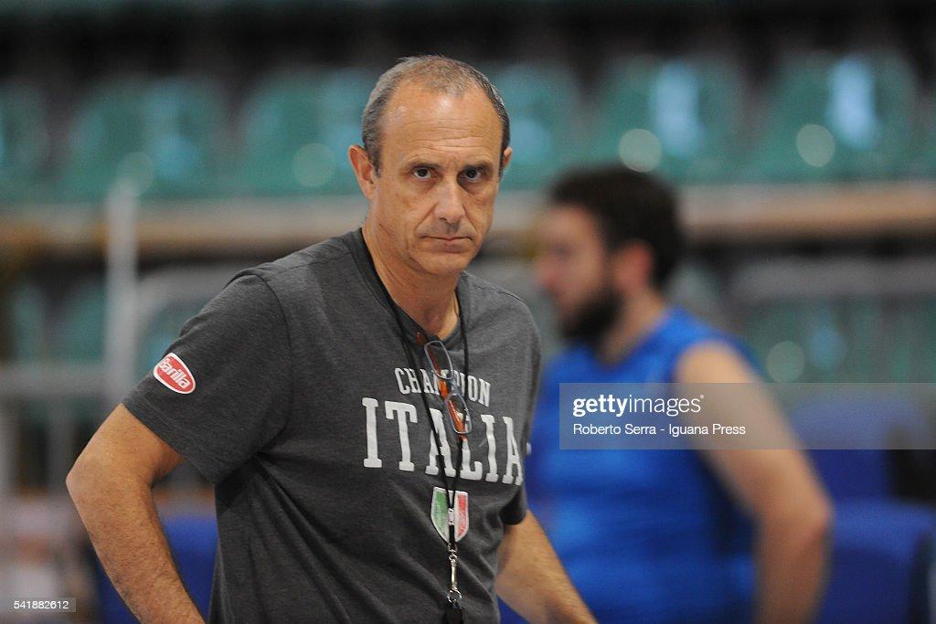 italian head coach ettore messina of nba s san antonio spurs leads a practice with italian basketball