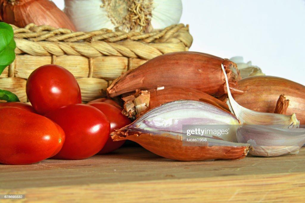 Cucina Italiana Ingredienti Per Il Sugo Di Pomodoro Stock Photo ...