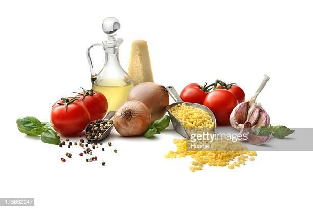 イタリア素材: マカロニ、タマネギ、トマト、オリーブオイル、ガーリックとバジル