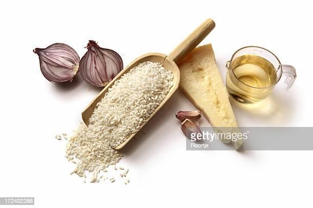 Italienische Zutaten: Risotto Reis, Zwiebeln, Parmesan, Knoblauch und Wein