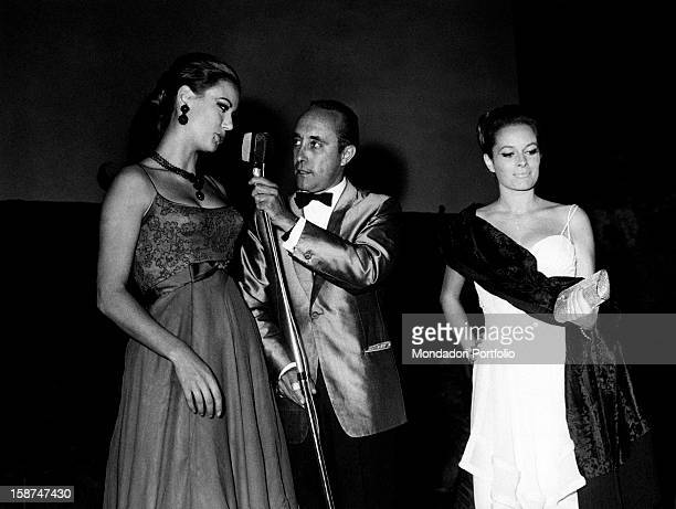 Italian journalist Lello Bersani interviewing French actress Claudine Auger Beside them there is Italian actress Luciana Paluzzi 1965