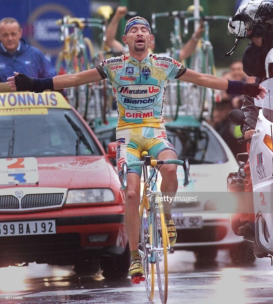 Italian Marco Pantani wins the 15th stage of the Tour de France in Les Deux Alpes, southern France, 27 July and becomes the new yellow jersey.