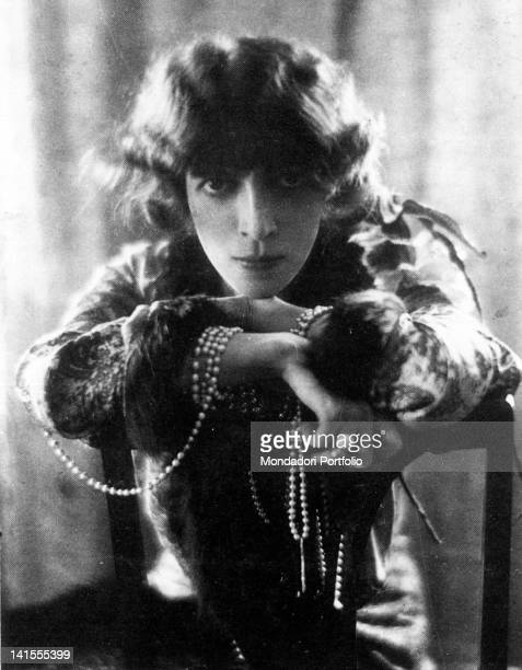 Italian Marquise Luisa Casati Stampa Gabriele D'Annunzio's mistress leaning on a chair back First decade of 20th Century