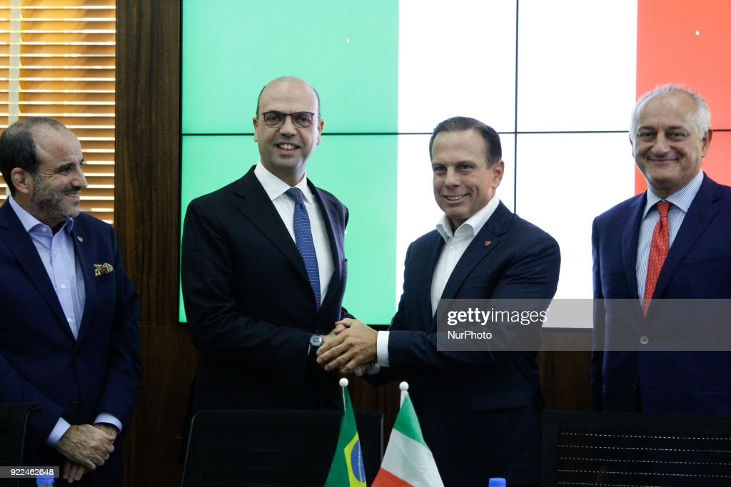 Italian Minister Angelino Alfano - The Minister of Foreign Affairs and International Cooperation of Italy Angelino Alfano and the Italian Ambassador to Brazil, Antonio Bernardini, participated this afternoon in a meeting with Mayor Joao Doria at the city hall of Sao Paulo, among the topics addressed at the meeting were cooperation between Brazil and Italy and the participation of the European country in the World Economic Forum for Latin America, to be held in Sao Paulo in month of March, as special guest.