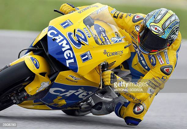 Italian MotoGP rider Maximiliano Biaggi powers his Honda Pons 18 September 2003 during the first training session at Nelson Piquet autodrome in Rio...
