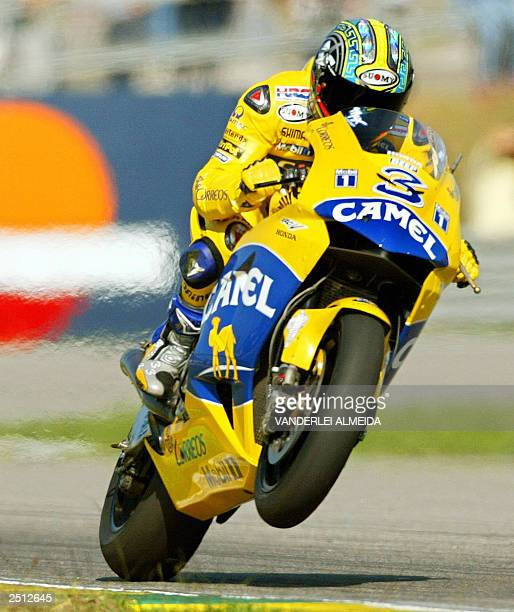 Italian MotoGP rider Maximiliano Biaggi powers his Honda Pons 19 September 2003 during the qualifying practices at the Nelson Piquet autodrome in Rio...