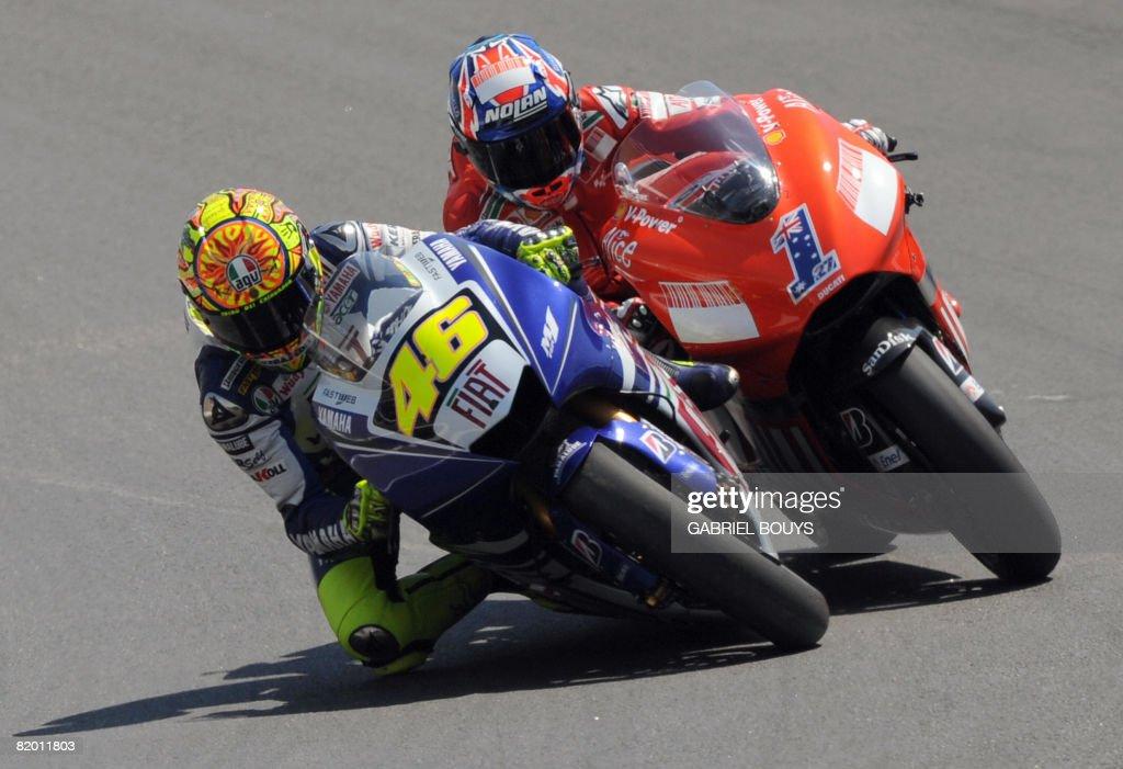 Italian MotoGP rider Valentino Rossi (L) : News Photo