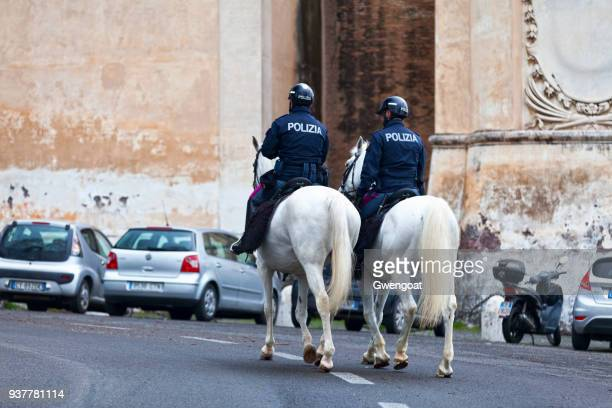 italian mounted police officers - gwengoat stock pictures, royalty-free photos & images