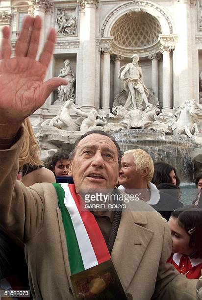 Italian movie star Alberto Sordi waves after throwing his last Italian Lire into the Trevi Foutain, in Rome 28 February 2002, on the last day of the...