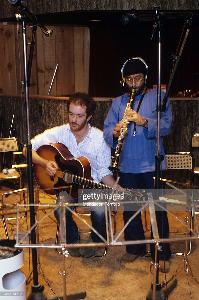 Lucio Dalla and Francesco De Gregori playing clarinet and guitar : Foto di attualità