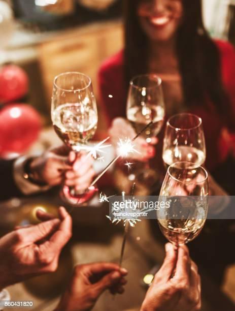 italian new year party - brindisi capodanno foto e immagini stock
