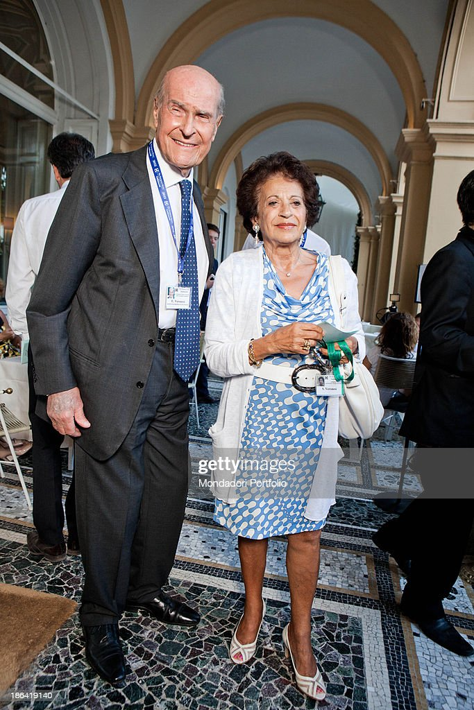 Umberto Veronesi and his wife Susy Razon at the Ambrosetti Forum in Cernobbio : News Photo