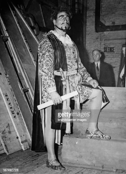 Italian opera singer Giovanni Martinelli as Othello at rehearsals in Covent Garden / London 1937 Photograph Der italienische Opernsänger Giovanni...