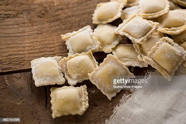 italian pasta ravioli - freshness photos et images de collection
