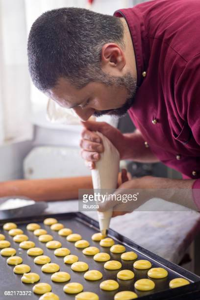 Italian pastry making patisserie baking confectioner: Using sac a poche for shaping pastries