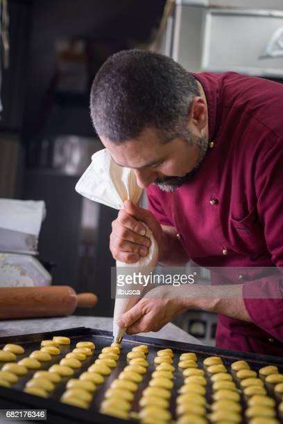 Italiano para hornear pastelería pastelería repostería: usar saco un poche para formar pastas