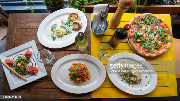 italian plates - jcbonassin ストックフォトと画像