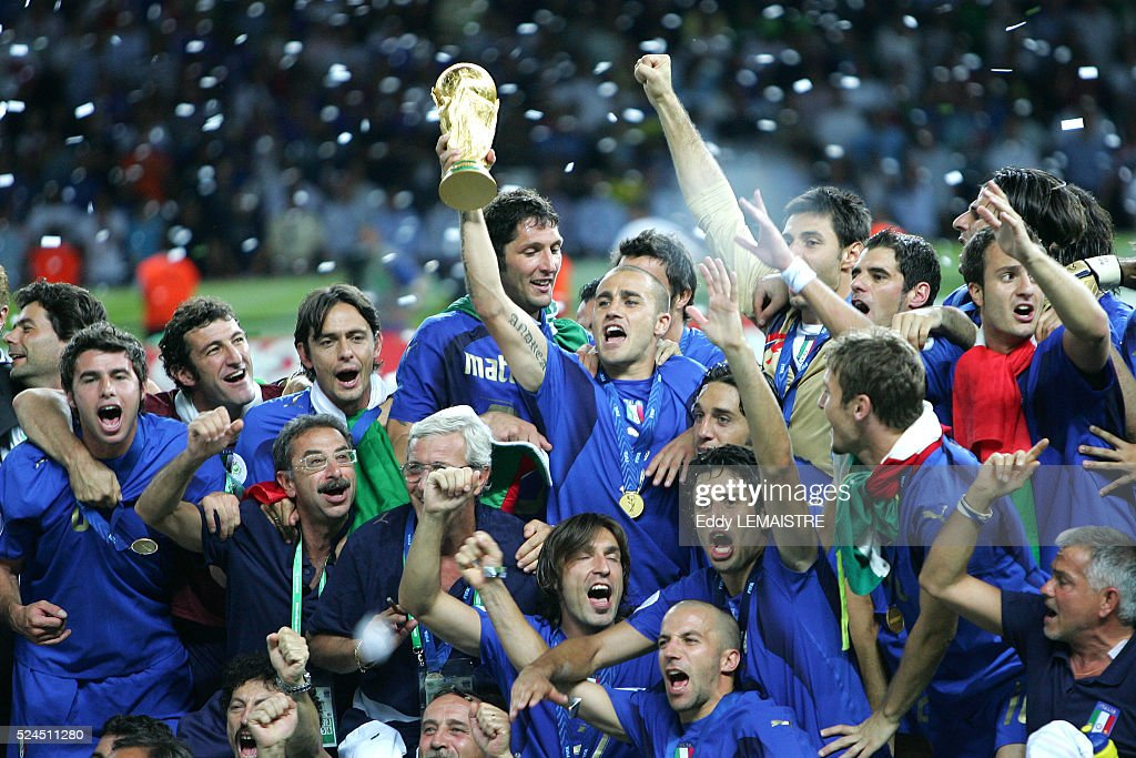 [Image: italian-players-celebrate-with-the-winne...d524511280]