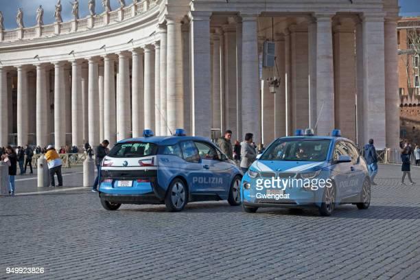 italiaanse politie auto 's - gwengoat stockfoto's en -beelden