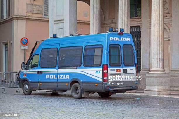 italiaanse politiebestelwagen - gwengoat stockfoto's en -beelden