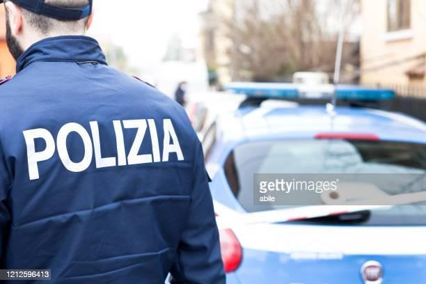 poliziotti italiani a padova - forze di polizia foto e immagini stock
