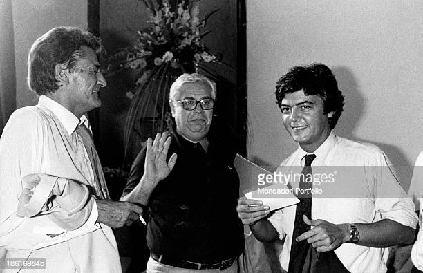 Italian politicians Claudio Martelli and Mino Martinazzoli joking with Italian journalist Piero Paoli 1980s