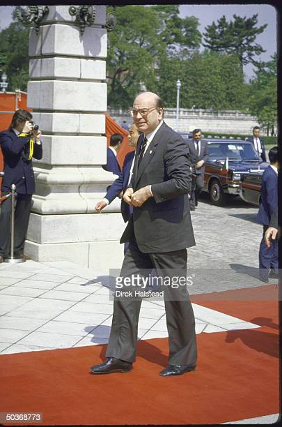 Italian Premier Bettino Craxi arriving at Akasaka Palace with red carpet treatment for Economic Summit.