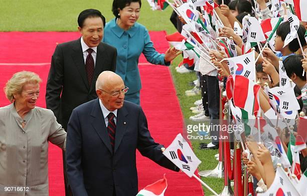 Italian President Giorgio Napolitano his wife Clio Napolitano South Korean President Lee MyungBak and his wife Kim YoonOk greet South Korean children...