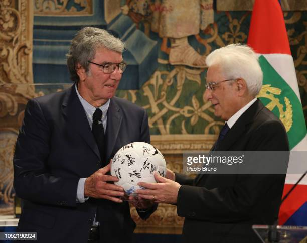 Italian President Sergio Mattarella poses with Dino Zoff during the meeting with Italy's national football team at Quirinale Palace on October 15...