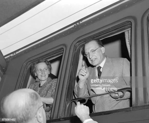 Italian prime minister Alcide De Gasperi with his wife Francesca Romani on the train leaving for America 1947