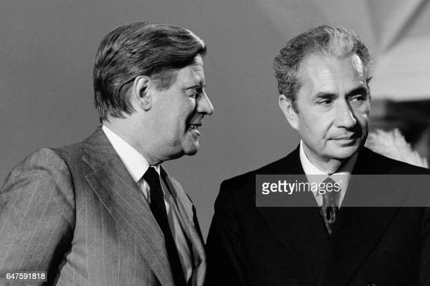 Italian Prime Minister Aldo Moro and German Chancellor Helmut Schmidt attend the European Summit on April 1 1976 in Luxembourg / AFP PHOTO /