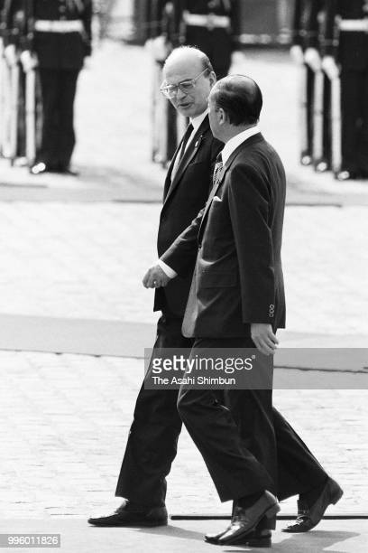 Italian Prime Minister Bettino Craxi attends the welcome ceremony with Japanese Prime Minister Yasuhiro Nakasone ahead of the Summit meeting at the...