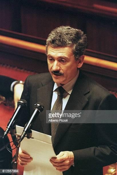 Italian Prime Minister Massimo D'Alema gives his resignation speech