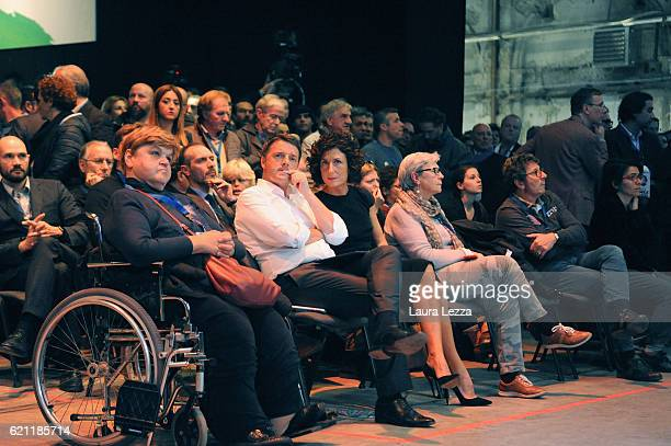 Italian Prime Minister Matteo Renzi and his wife Agense Renzi attend the meeting of the Leopolda 2016 on November 4 2016 in Florence Italy The...