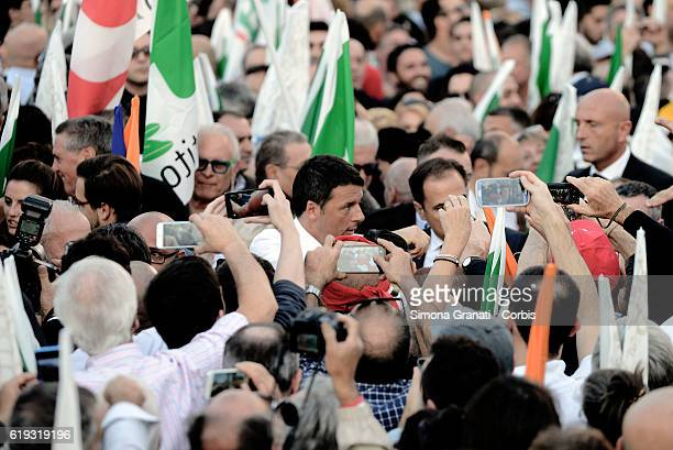 Italian Prime Minister Matteo Renzi greets people during the demonstration of the Democratic Party in the Piazza del Popolo to vote Yes to the...