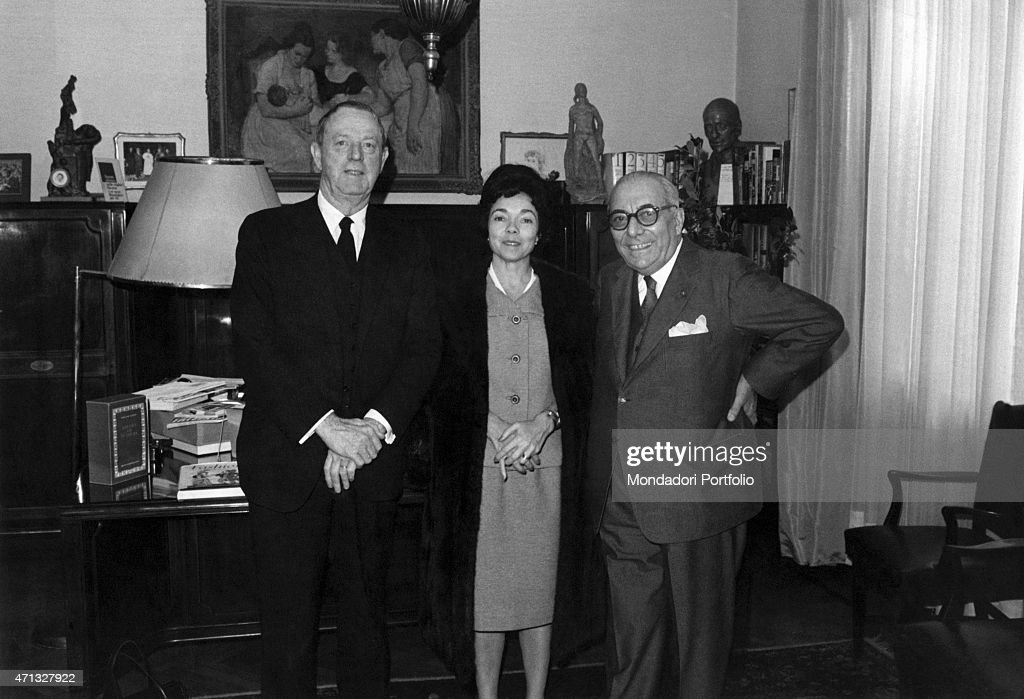 Italian publisher Arnoldo Mondadori welcoming in his study American writer and journalist Erskine Caldwell with his wife Milan, December 1965