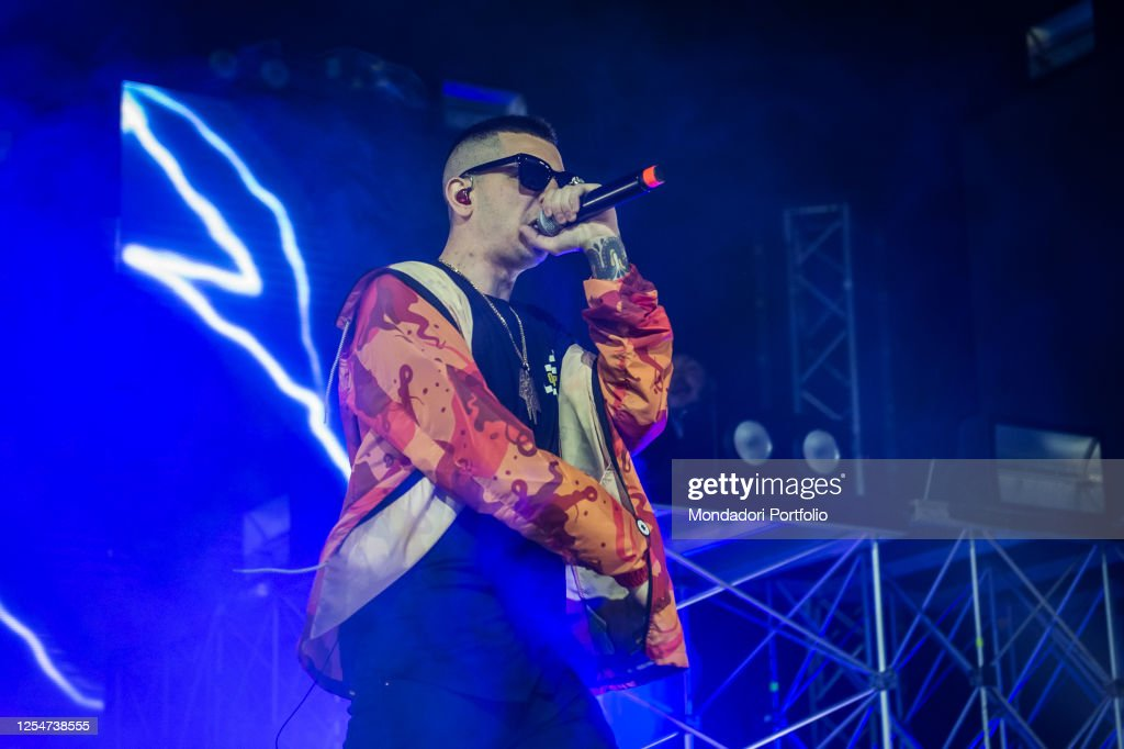 Italian Rapper Madman Performs Live On Stage In Milan Milan April Fotografia De Noticias Getty Images