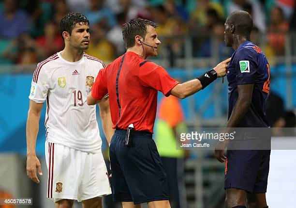 Italian referee Nicola Rizzoli talks to Diego Costa of Spain and Bruno Martins Indi of the Netherlands during the 2014 FIFA World Cup Brazil Group B...