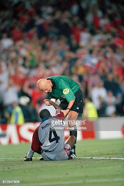 Italian referee Pierluigi Collina and Samuel Kuffour during the 19981999 Champions League final won by Manchester United 21   Location Barcelona Spain