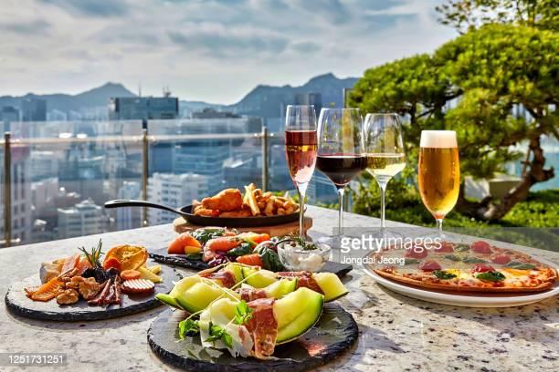 italian restaurant food outdoor meal - italienische kultur stock-fotos und bilder