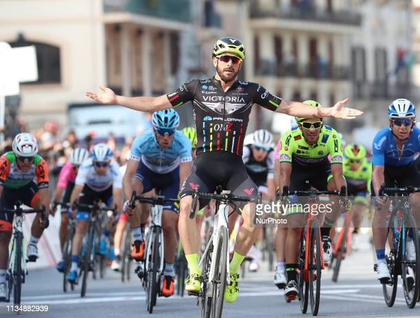 Italian Riccardo Stacchiotti is the first to sign in the renewed Tour of Sicily, in Milazzo, Messina, on 3 April 2019. The Giotti Victoria - Palomar...