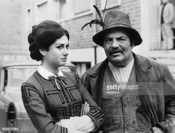 Italian singer and actress Gigliola Cinquetti and actor Folco Lulli on the set of the film 'Testa Di Rapa' in Rome Italy June 1966 The film is the...