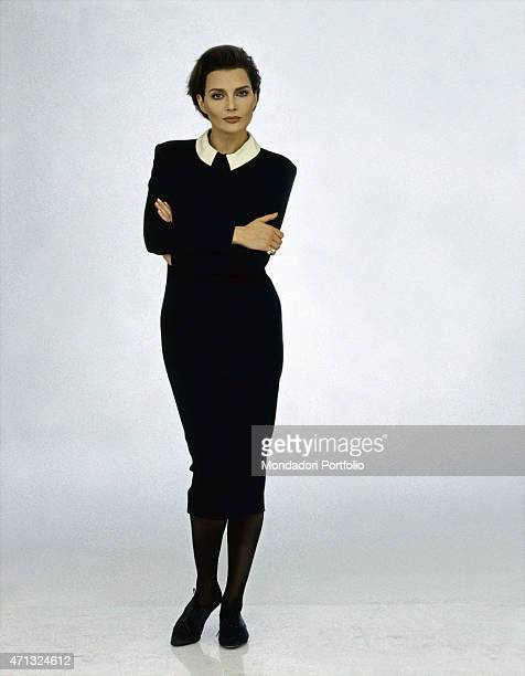 Italian singer Anna Oxa posing with crossed arms 1989