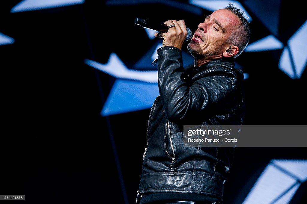 Eros Ramazzotti Performs At Roma Palalottomatica Arena : News Photo