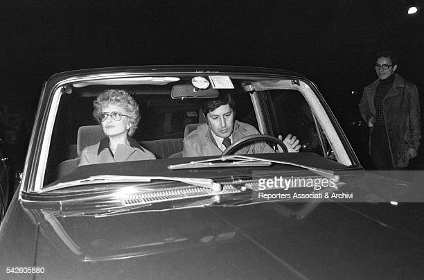 Italian singer Mina and Italian director Antonello Falqui in a car. 1970s