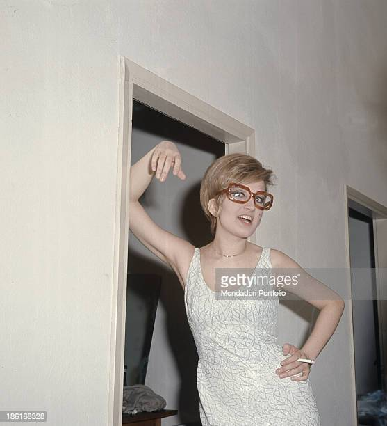 Italian singer Mina smiling with a cigarette between her fingers 1966