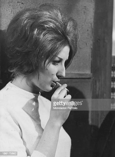 Italian singer Mina smoking in Io bacio tu baci Rome December 1960