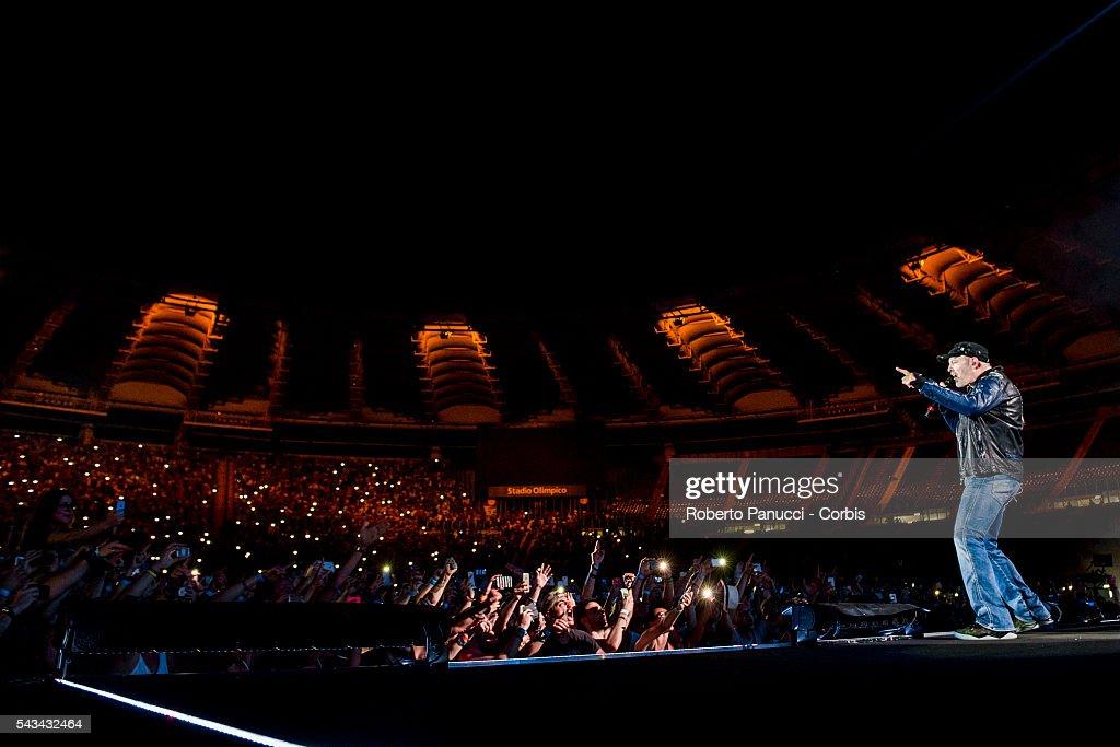 Vasco Rossi Performs At Olympic Stadium in Rome : Foto di attualità